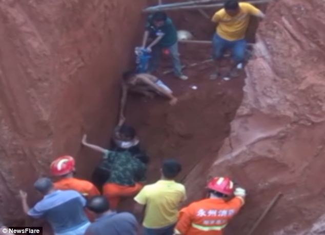 WATCH: Chinese worker buried alive for two hours
