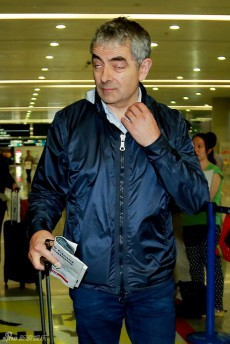 PHOTOS: Mr. Bean star Rowan Atkinson looks sick of Shanghai after about two minutes