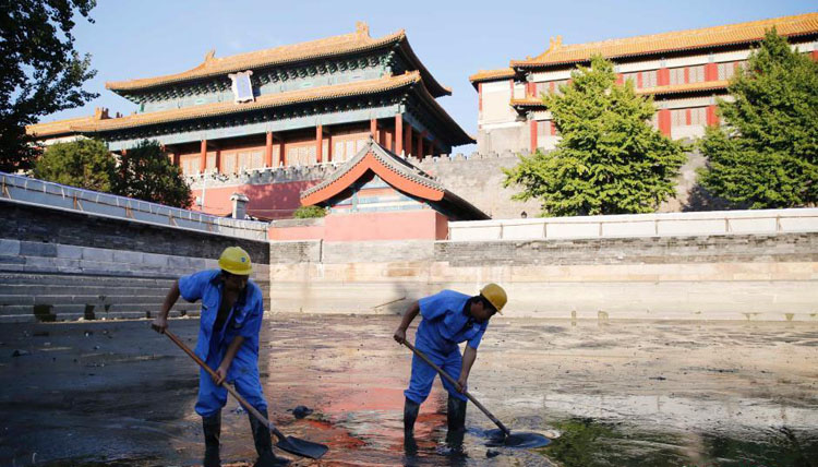 For the first time in 16-years, Beijing cleans moat surrounding Forbidden City