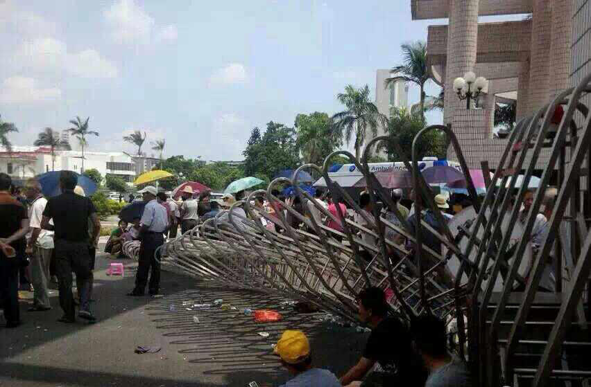 26 detained after breaking into Shantou Communist Party compound