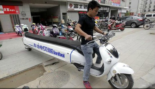 PHOTOS: Probably China's longest motorcycle hits the road in Henan
