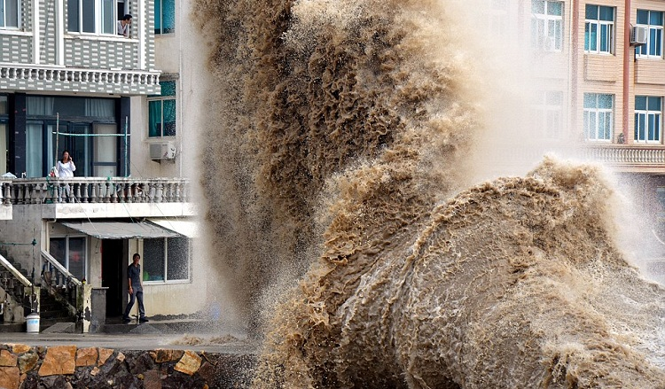 Super typhoon Vongfong hits China's coastal provinces