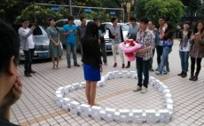 Guangzhou man proposes with 99 iPhone 6s to beat Singles' Day countdown