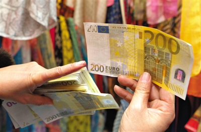 Foreigners exchange 50,000 in fake Euros at Beijing's Silk Market