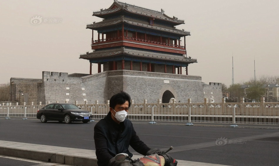 PHOTOS: First sandstorm of 2015 hits Beijing, sending air quality readings through the roof