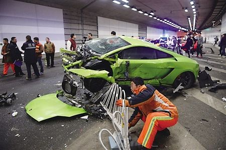 Obscenely wealthy students detained over dramatic, million-dollar car cash in Beijing tunnel