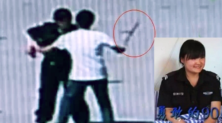 Badass Guizhou policewoman takes down machete-wielding psycho with her bare hands