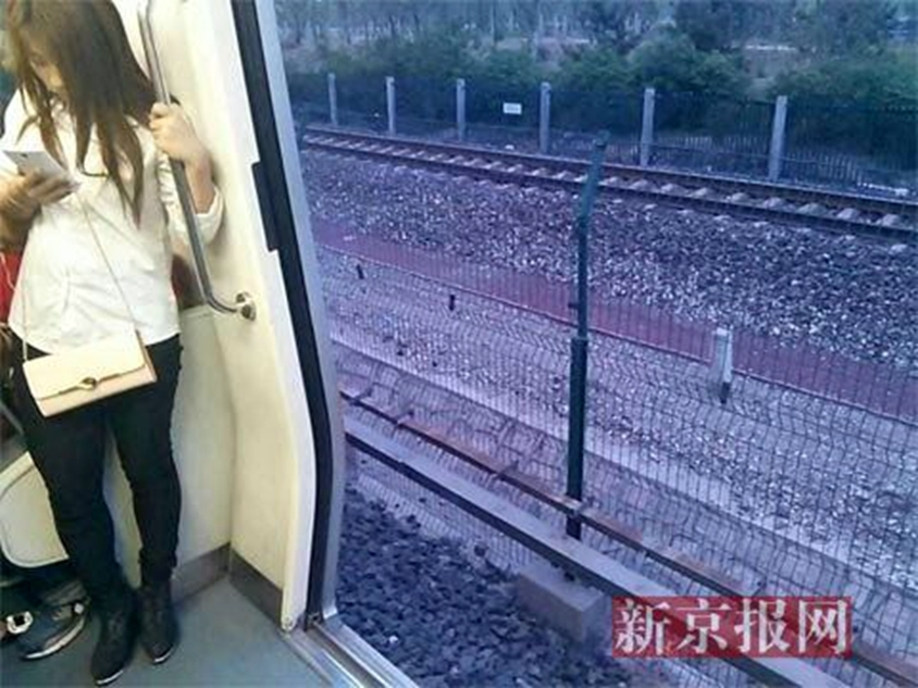 Beijing commuters feel the wind in their hair after subway doors refuse to close