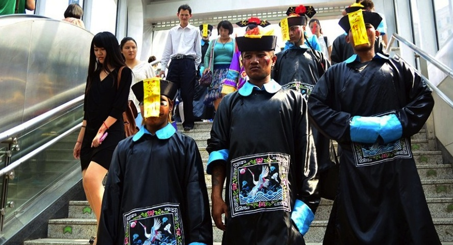 The dead get walking: 'bizarre dress' and 'horror makeup' banned from Beijing Subway