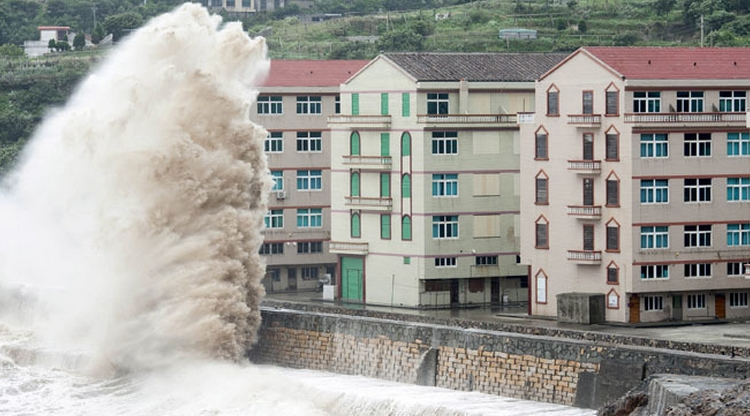 PHOTOS: Typhoon Chan-hom hits China