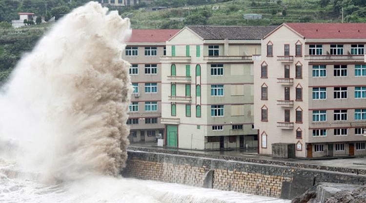 PHOTOS: Typhoon Chan-hom hits China