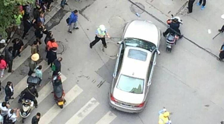 World's worst BMW driver hits two children, brandishes knife at Kunming cops